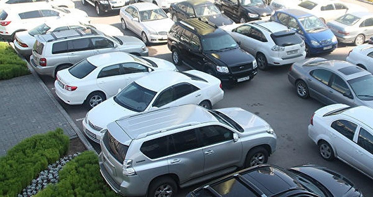 Соблюдение правил стоянки и парковки в Минске, возможно, будет контролировать коммунальная служба