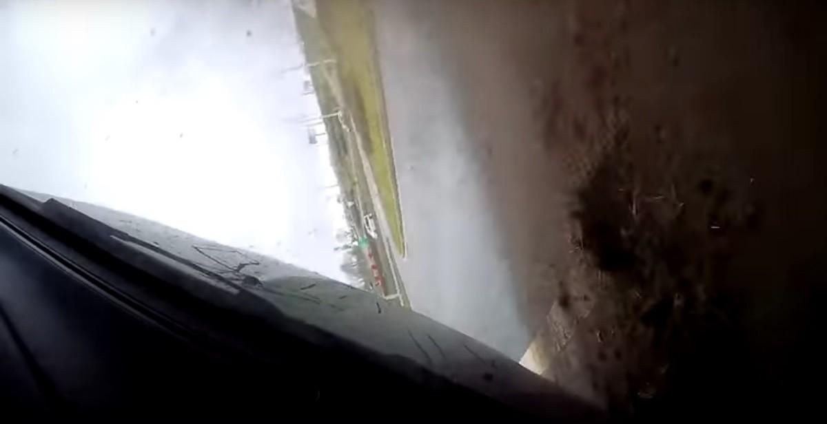 Видео: BMW перевернулся на развязке МКАД и проспекта Победителей