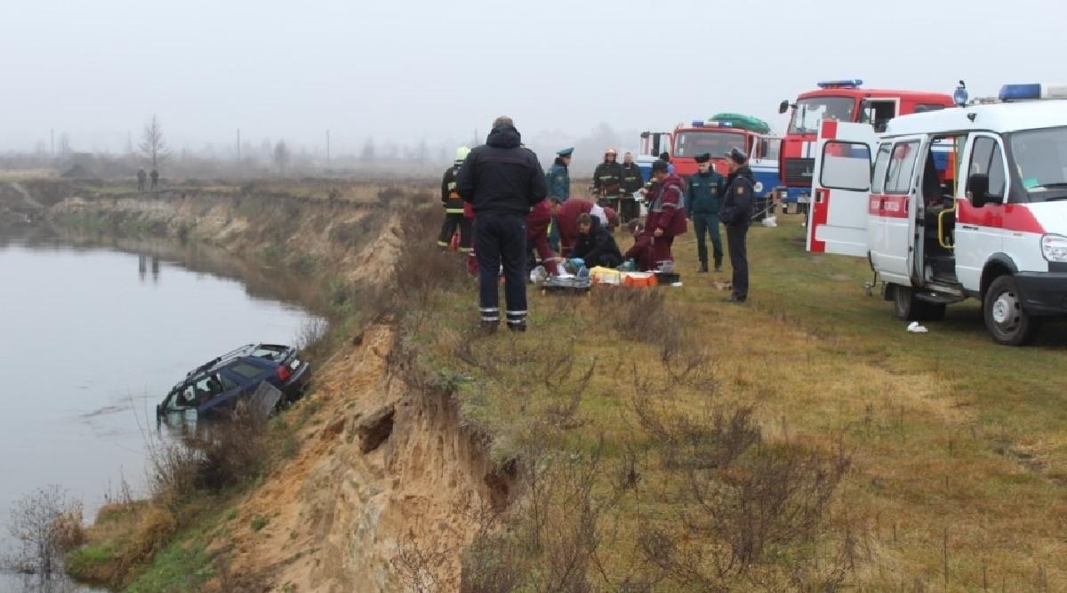 Как Skoda оказалась в реке Птичь? Два человека погибли