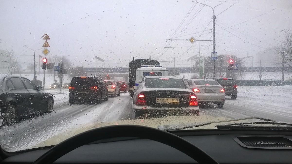 Видео: Первые зимние аварии. Госавтоинспекция призвала водителей сообщать о состоянии дорог