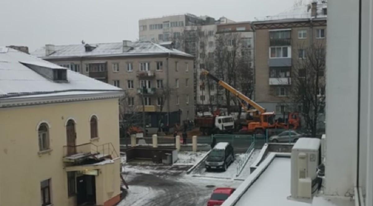 Видео: Два грузовика столкнулись на МКАД, а один – перевернулся в Минске