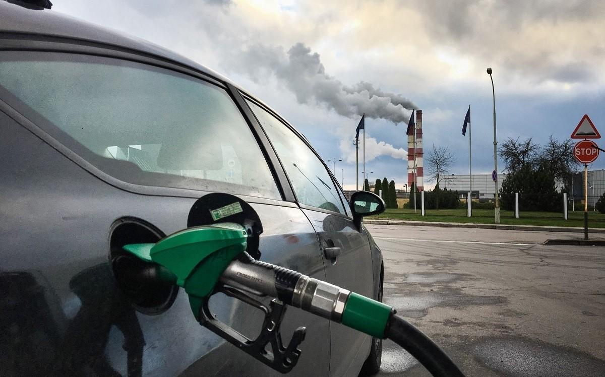 Первое зимнее подорожание: топливо снова прибавило в цене на 1 копейку