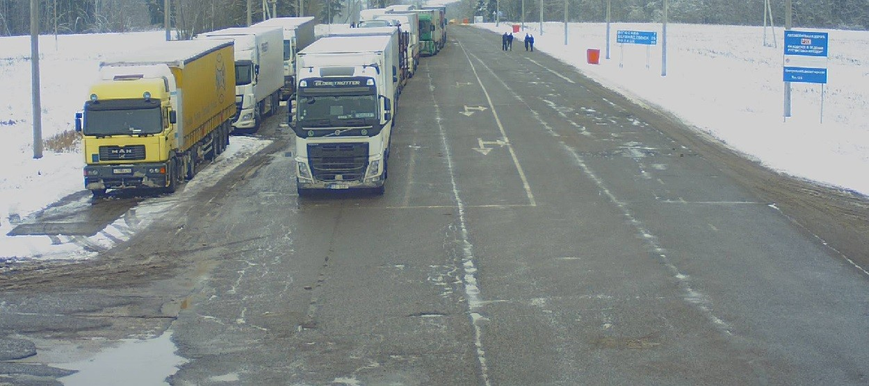 Разрешения на въезд в Польшу получили не все дальнобойщики. Причины и последствия