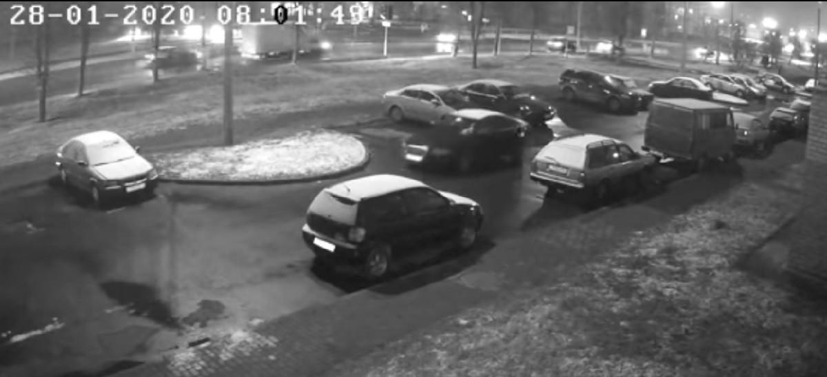 Видео: Девятилетний школьник угнал машину отца и отправился на учебу по оживленной магистрали