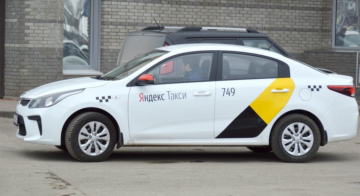 Водители «Яндекс.Такси» Витебска и Орши устроили акцию протеста против низких зарплат