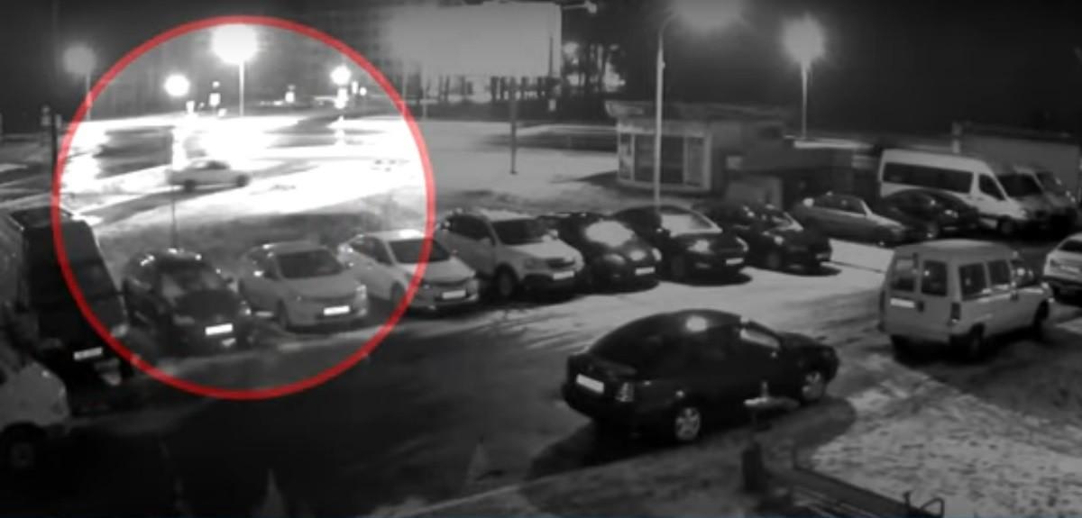 Видео: Молодые угонщики устроили дрифт на чужом авто