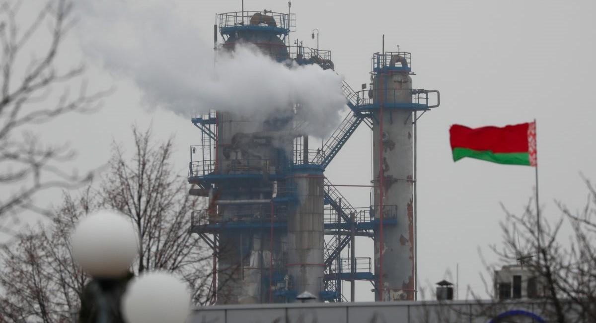 По поручению президента Беларусь начнет запасаться нефтью и топливом