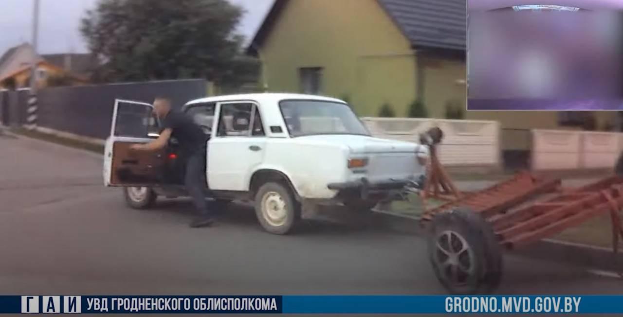 Видео. Водитель без прав на «жигулях» выскочил из авто во время погони