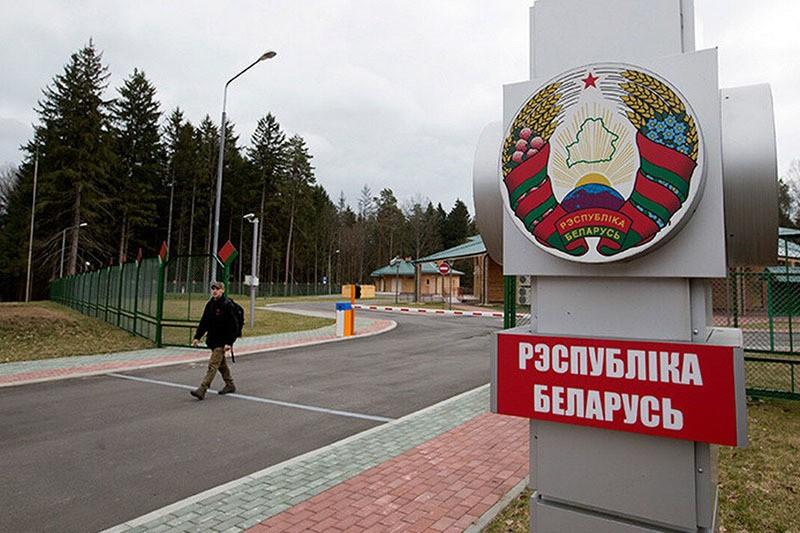 Белорусские власти всё же не будут вводить налог на выезд из страны… пока