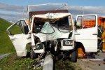 На МКАД водитель отвлекся из-за того, что потянулся за очками, и врезался в столб